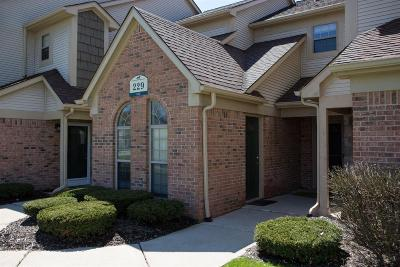 South Lyon Condo/Townhouse For Sale: 229 Brookwood Dr