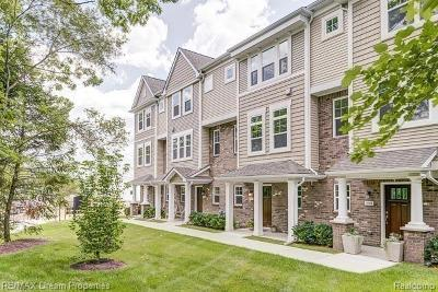 Wixom Condo/Townhouse For Sale: 3229 Chambers W