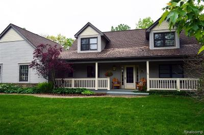 Brighton Single Family Home For Sale: 3344 Oak Knoll Dr