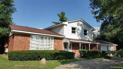 West Bloomfield Single Family Home For Sale: 2761 Bay Dr