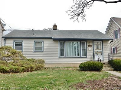 Plymouth Single Family Home For Sale: 566 Adams St