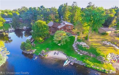 Lake Orion Single Family Home For Sale: 1110 Seneca Rd