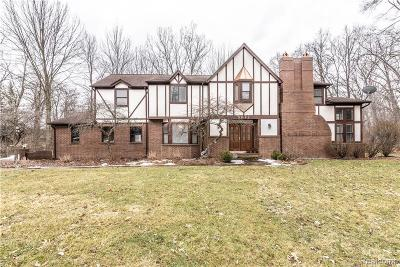 West Bloomfield Single Family Home For Sale: 5072 Far Ravine Crt
