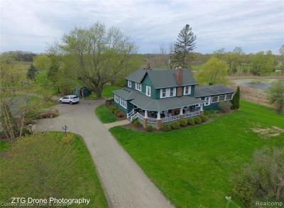 South Lyon Single Family Home For Sale: 8145 Pontiac Trl