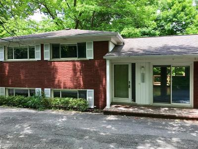 Farmington Hill Single Family Home For Sale: 34650 Versailles Crt