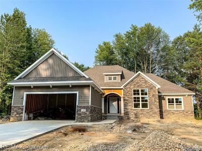Brighton Single Family Home For Sale: Timberleaf
