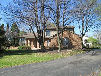 West Bloomfield Single Family Home For Sale: 5478 Walnut Knoll Crt