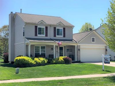 South Lyon Single Family Home For Sale: 938 Westbrooke Dr