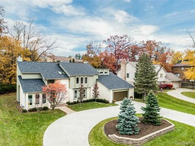 West Bloomfield Single Family Home For Sale: 5292 Pond Bluff Dr