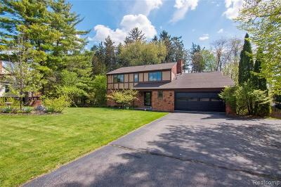 South Lyon Single Family Home For Sale: 12426 Shady Oak Dr