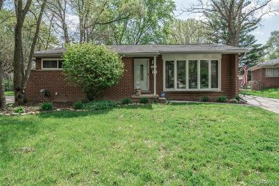 Oak Park Single Family Home For Sale: 8799 Kenberton Dr