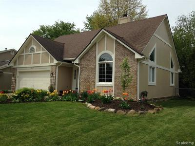 Wixom Single Family Home For Sale: 1677 Weyhill Dr