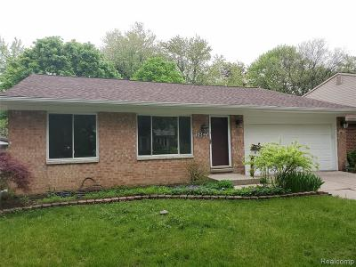 Plymouth Single Family Home For Sale: 9262 Oakcliffe Dr