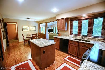 Northville Single Family Home For Sale: 997 Glenhill Dr