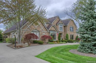 Plymouth Single Family Home For Sale: 11860 Hunters Creek Dr