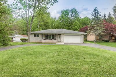Livonia Single Family Home For Sale: 18620 Loveland St
