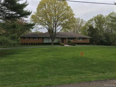 West Bloomfield Single Family Home Contingent - Financing: 3120 Parkland Dr Dr