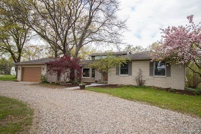 Brighton Single Family Home For Sale: 1900 Woodcreek Dr