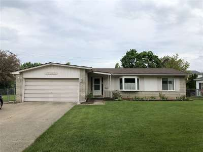 Livonia Single Family Home For Sale: 17259 Woodside