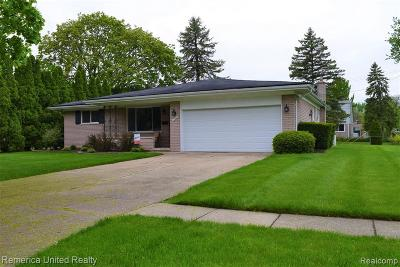 Livonia Single Family Home For Sale: 17427 Fairway St