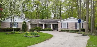 Farmington Hill Single Family Home For Sale: 25000 Skye Dr