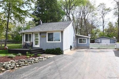 Round Lake Overlook No 1 Single Family Home For Sale: 1151 Clearwater Blvd