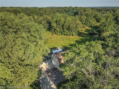 West Bloomfield Single Family Home For Sale: 1900 Hiller Rd