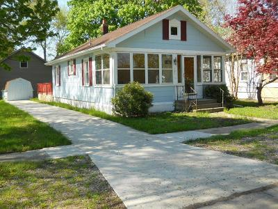 Single Family Home For Sale: 701 Cass Ave