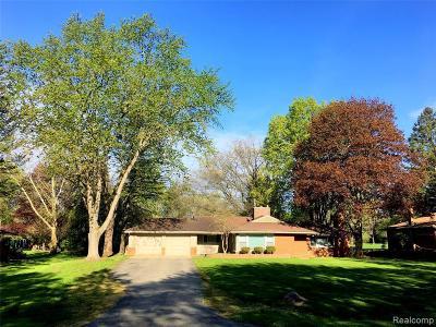 Farmington Hill Single Family Home For Sale: 24525 Glen Orchard Dr