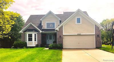 Farmington Hill Single Family Home Contingent - Financing: 23940 Haynes St W