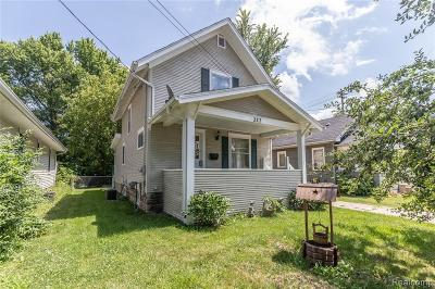 Lansing Single Family Home For Sale: 327 Leslie St