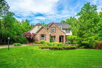 South Lyon Single Family Home For Sale: 13862 Forest Ridge Cir