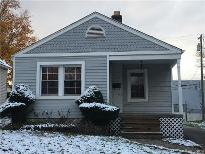 Plymouth Single Family Home For Sale: 1101 N Mill St