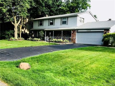 West Bloomfield Single Family Home For Sale: 5588 Northcote Ln
