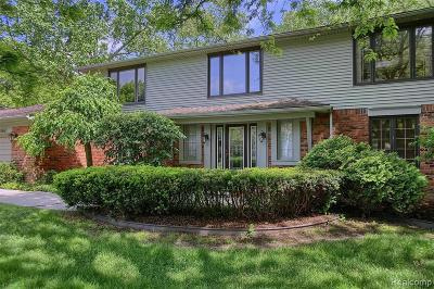 West Bloomfield Single Family Home For Sale: 5641 Powder Horn Dr