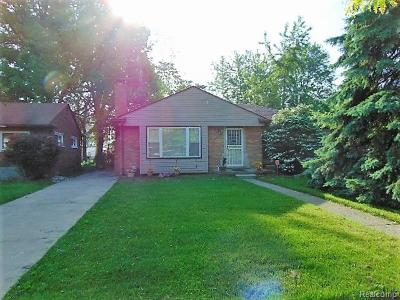 Oak Park Single Family Home For Sale: 21360 Westhampton St