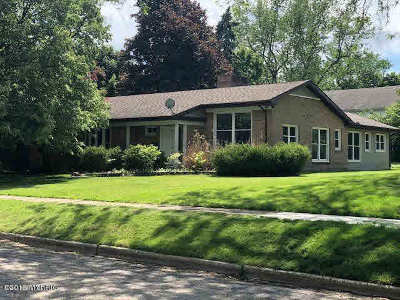 Hillsdale Single Family Home Contingent - Financing: 152 Budlong St