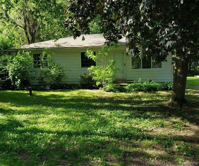 Single Family Home For Sale: 9001 Gladys Ave