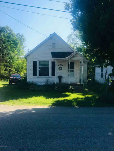 Jonesville Single Family Home For Sale: 205 Water St