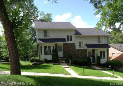 Milford Multi Family Home For Sale: 801 N Main St N