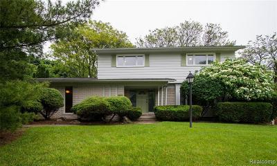 Farmington Hill Single Family Home For Sale: 31054 Carriage Hill Rd