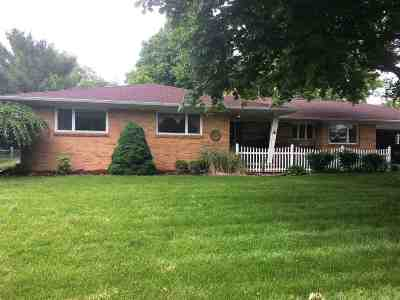 Lenawee County Single Family Home For Sale: 916 Hillcrest Dr