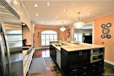 Farmington Hill Single Family Home For Sale: 29709 Kenloch Dr