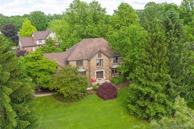 Farmington Hill Single Family Home For Sale: 21536 Parkwood Ln