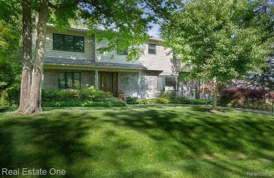 West Bloomfield Single Family Home For Sale: 2600 Leroy Ln