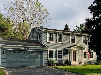 Lake Orion Single Family Home For Sale: 2950 Aldrin Crt