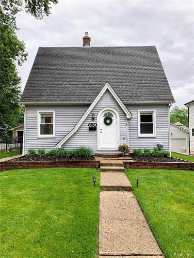 Plymouth Single Family Home For Sale: 650 N Evergreen St
