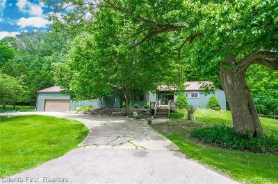 Farmington Hill Single Family Home For Sale: 34630 Brittany Dr