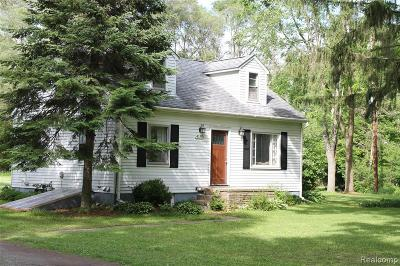 Milford Single Family Home For Sale: 4190 W Commerce Rd N