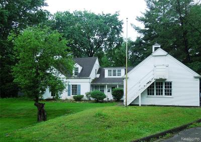 West Bloomfield Single Family Home For Sale: 6618 Bloomfield Ln